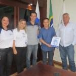 SÃO PEDRO DA ALDEIA – Prefeito Cláudio Chumbinho recebe representantes do Colégio Cenecista Almirante Barroso