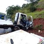 ACIDENTE – Colisão entre carreta e caminhão deixa quatro feridos na BR-101, em Macaé