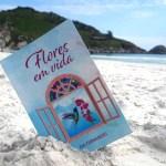 """LITERATURA – Bia Fernandes lança livro """"Flores em Vida"""" em noite de autógrafos em Arraial do Cabo"""