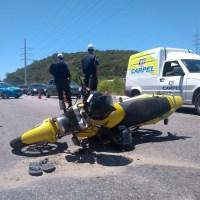 ACIDENTE – Colisão com dois feridos deixa trânsito congestionado na Av. Wilson Mendes, em Cabo Frio