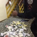 AÇÕES POLICIAIS – PM apreende pinos de cocaína em Arraial do Cabo e São Pedro da Aldeia
