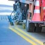 SÃO PEDRO DA ALDEIA – RUA AGENOR BELTRÃO RECEBE SINALIZAÇÃO DE TRÂNSITO NO PORTO DA ALDEIA