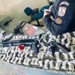 AÇÕES POLICIAIS – PM detém jovem suspeito de chefiar o tráfico de drogas em São Pedro da Aldeia