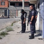 AÇÕES POLICIAIS – Polícia retira barricadas em operação na Favela do Lixo, em Cabo Frio
