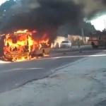 REGIÃO DOS LAGOS – Ônibus escolar pega fogo em Araruama