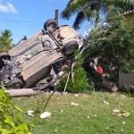 ACIDENTE – Mulher fica ferida após perder controle de carro e capotar na RJ-106