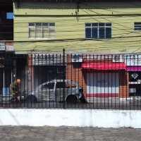 ACIDENTE – Carro pega fogo em São Pedro da Aldeia