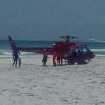 REGIÃO DOS LAGOS – Mulher morre afogada e corpo é retirado de helicóptero de praia em Arraial do Cabo