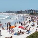 Cabo Frio tem praia cheia em plena pandemia e desrespeito a regras de isolamento social