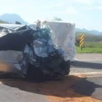 Quatro pessoas morrem em acidente entre carro e carreta na BR-101, em Macaé