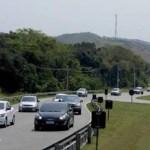 Movimento na estrada segue intenso no segundo dia de volta para casa do feriado de Nossa Senhora Aparecida na RJ-124