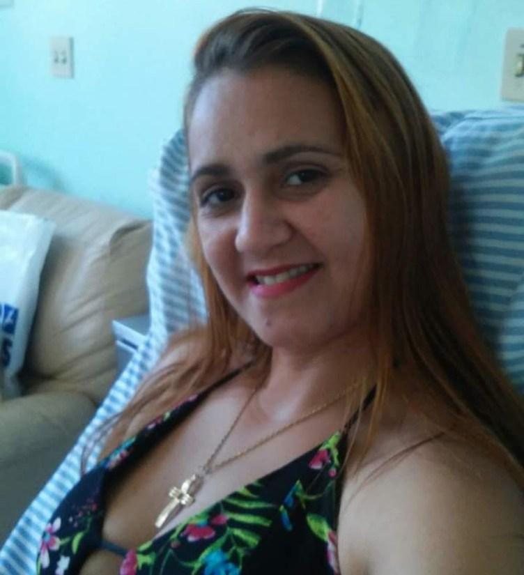 Mulher é morta a facadas por marido na frente da filha em Arraial do Cabo