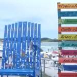 Praias de Cabo Frio ganham placas decorativas e cadeirão para fotos
