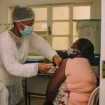 Cabo Frio vacina 5.294 idosos de 70 a 79 anos contra a Covid-19