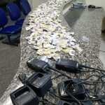 PM apreende cocaína e rádios transmissores em São Pedro da Aldeia