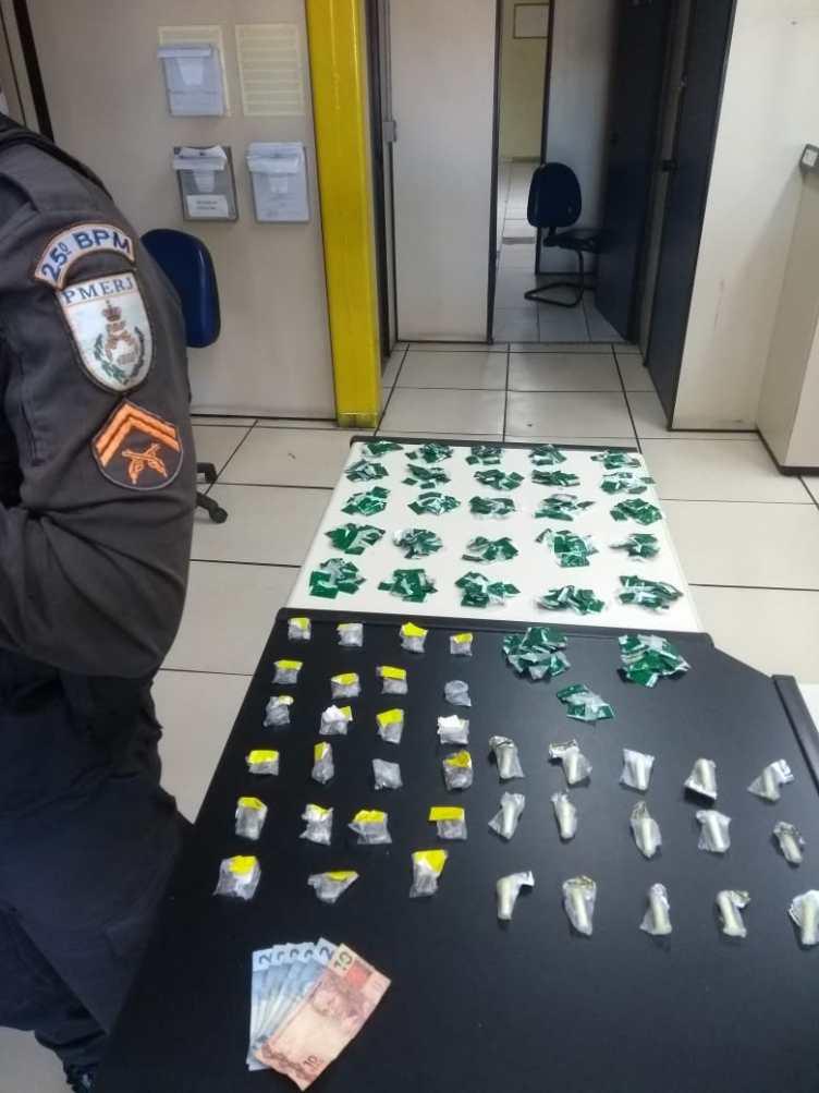 Homem é preso com drogas no Porto do Carro