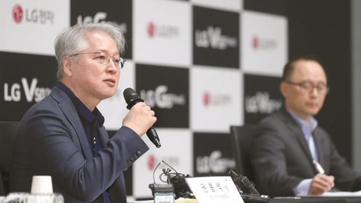 LG anuncia que não pretende lançar (para já) um smartphone dobrável