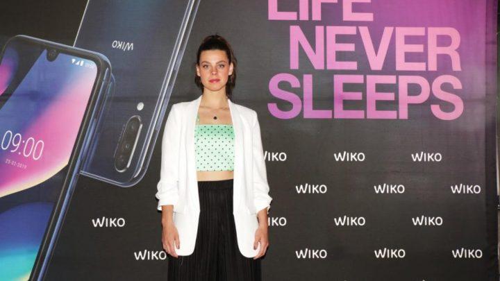 ClaraAlvarado WIKO 2 - Atriz de La Casa de Papel diz que a tecnologia móvel é um impulsionador do talento dos jovens
