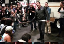 Walking Dead Fan recrean la escena de Negan - Walker Stalker 2017