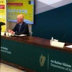 Las personas vacunadas deberían estar exentas de la cuarentena de hotel, dice el ministro de Salud