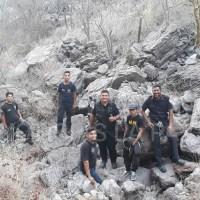 Última hora: ¡Rescataron a JÓVEN que estuvo apuntó de caer desde lo más alto de un cerro en La Paz!