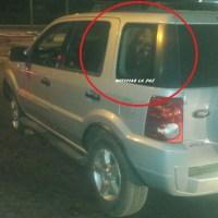 INTERESANTE: Choque de esta madrugada apareció rostro de JESUCRISTO en cristal lateral trasero de un vehículo.