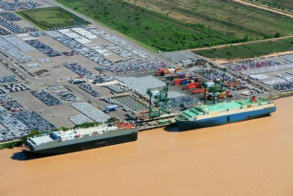 Argentina firma convenios en materia portuaria