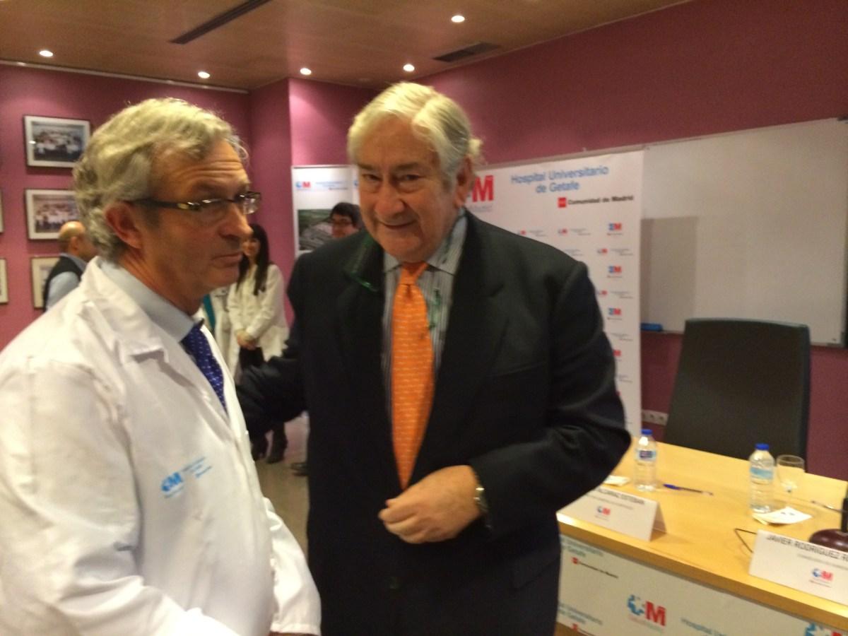 A la derecha, el Consejero de Sanidad, Javier Rodríguez en un acto en el Hospital Universitario de Getafe