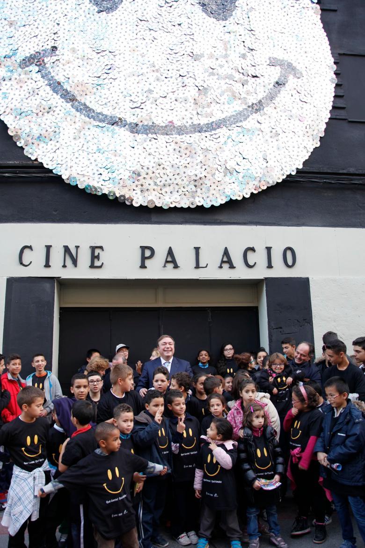 """Inauguración del 'Proyecto Genuino' llamado """"la sonrisa de Getafe"""" es lo último que se ha realizado en la fachada del Cine Palacio durante el gobierno de Juan Soler"""