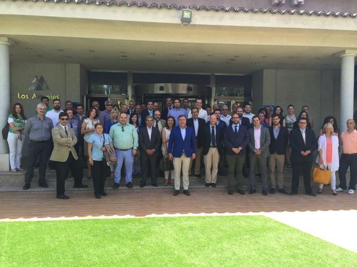 Foto de familia del encuentro entre Juan Soler y empresarios de la zona