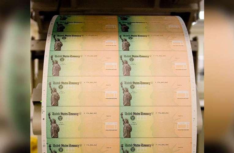 """""""A punto de caramelo"""" los cheques de $1,400"""