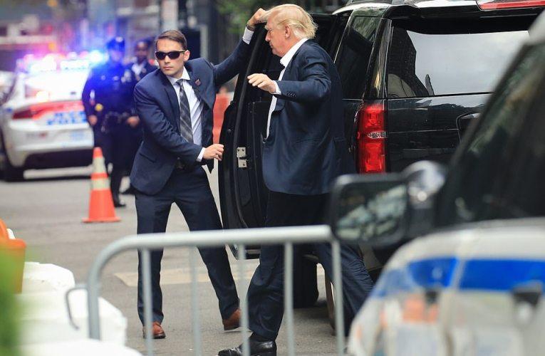 Trump luce pálido y demacrado en Nueva York en medio de demandas y a pocas horas de su cumpleaños