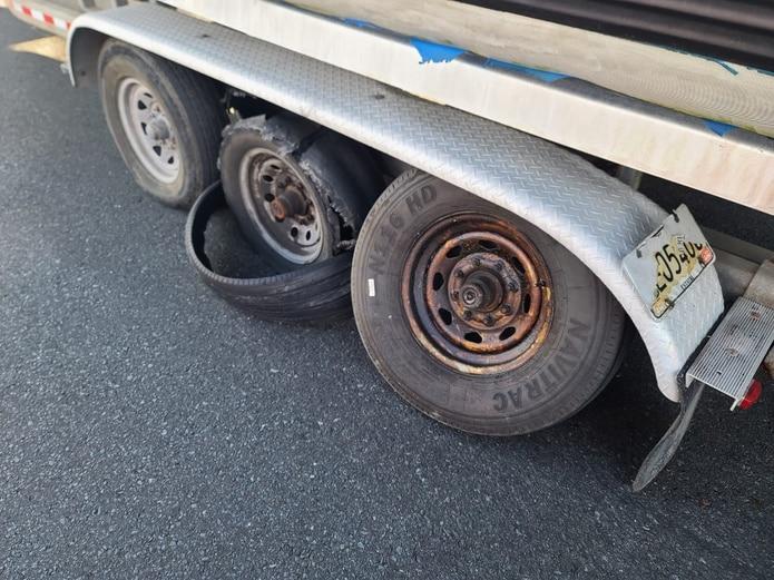 El carril derecho de la PR-22 fue reabierto tras remover el arrastre del Negociado de Fuerzas Unidas de Rápida Acción averiado.