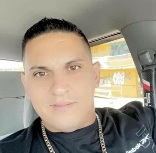 Identifican motociclista que chocó con un auto en Quebradillas.