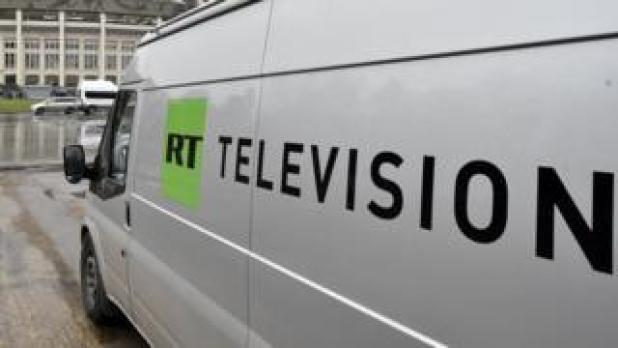 en Rusia hoy (RT) tienen tv broadcast es visto estacionado en imagen de Moscú