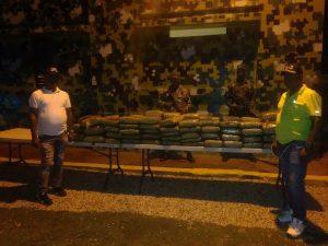 @EjercitoRD ocupa 103 paquetes de un vegetal presumiblemente marihuana