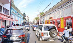Identidad del Centro Histórico de Santiago se va perdiendo, tiendas y pica pollos chinos se adueñan s
