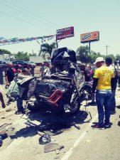 Una mujer muerta y otros dos en estado delicado en accidente de tránsito en la autopista Duarte