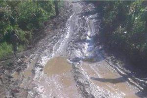 Reclaman puentes y asfaltado de carreteras comunidades Villa Isabela