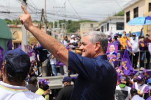 Multitudinario apoyo a Gonzalo Castillo y al senador Valentín en caravana encabezada por Danilo Medina en sectores populares de Santiago