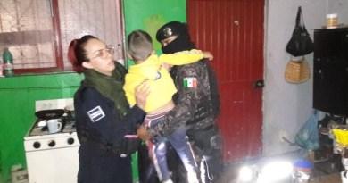 Rescatan municipales a niño tras riña