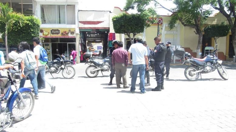 Se roban auto oficial de Acoquiaco, estaba estacionado a un costado del Palacio de Tehuacán