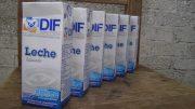 Entrega DIF del estado leche descompuesta en Jardín de Niños