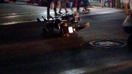 Atropella a motociclista, testigos lo persiguieron