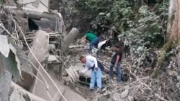 Vuelca trailer, se teme que el conductor quedó bajo su vehículo