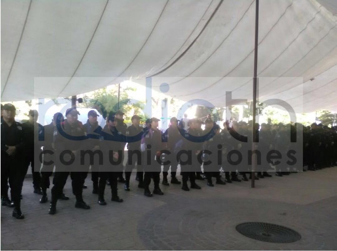 Policía Protesta En Palacio Municipal