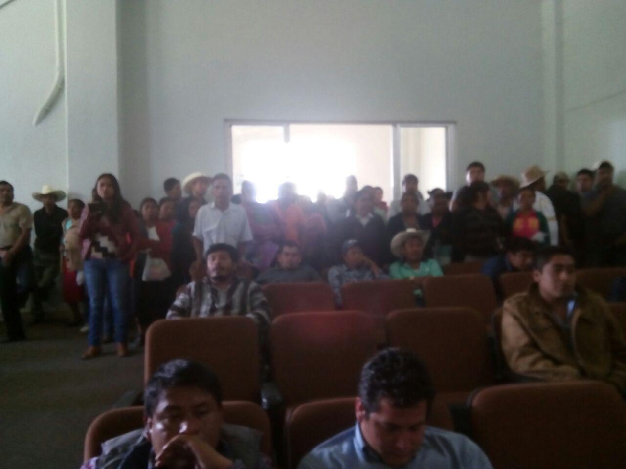 Se manifiestan pobladores de Zoquitlán en acto organizado por el alcalde