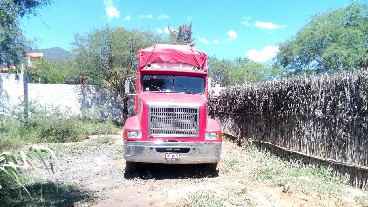 Cruzó el arco de seguridad con un camión robado cargado de huevo y no lo detectaron