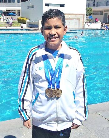 Antonio Rodríguez Ramírez, tres oros, categoría 9-10 años