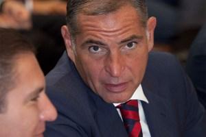 Gabino Cué rindió declaración ante FGR, por hechos de 2016 en Nochixtlán